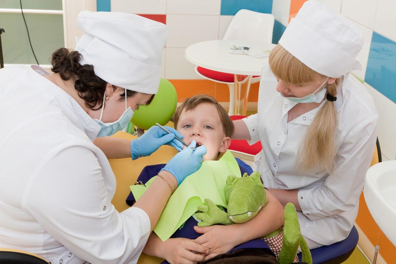 Фото детей у зубных врачей